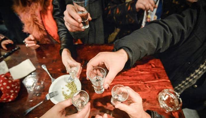 Araq rusları qırır: Spirtli içkidən daha çox kişilər ölür