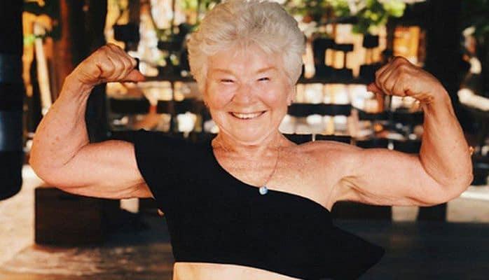 Пенсионерка научилась пользоваться iPhone и похудела на 25 килограммов