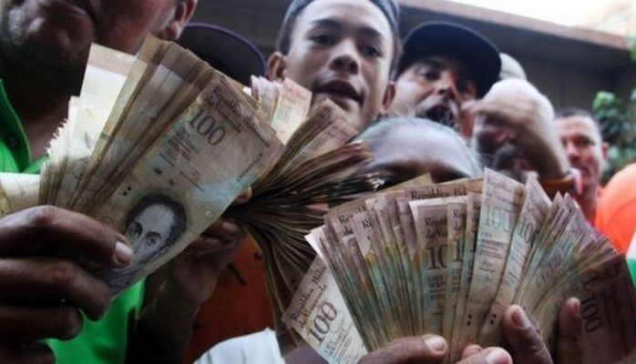 Venesuelada maaşları 60 dəfə artırdılar