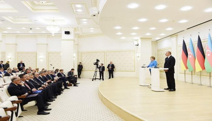 """Merkel: """"Qarabağ münaqişəsinin həllinə dəstək olmaq istərdik"""""""