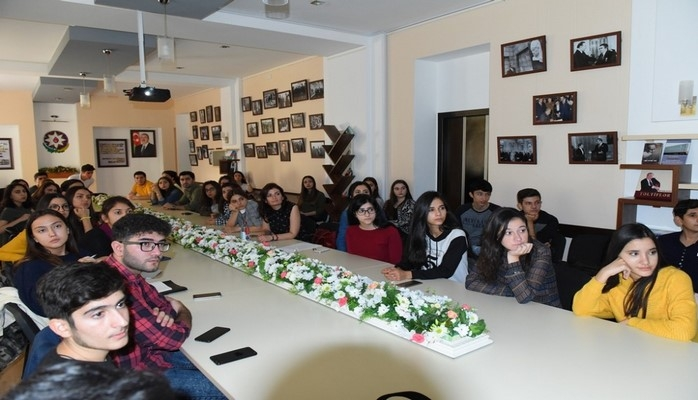 Директор Центра по изучению Ближнего Востока Исландского университета встретился со студентами Университета языков