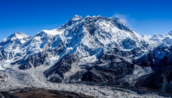 Çin Everest dağını turistlərə bağlı elan edib