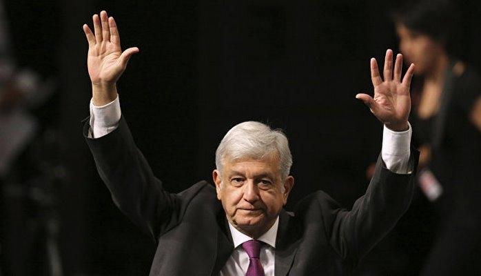 Избранный президент Мексики не смог вылететь вовремя обычным рейсом