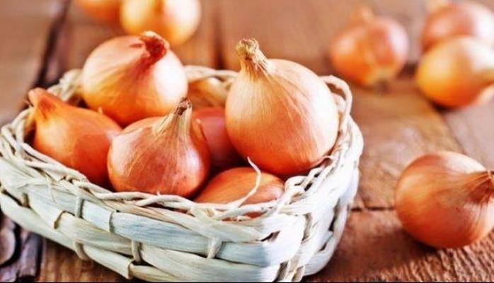 Zibilliyə atdığımız soğan qabığının bilmədiyimiz faydaları