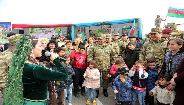 Закир Гасанов встретился с родителями солдат