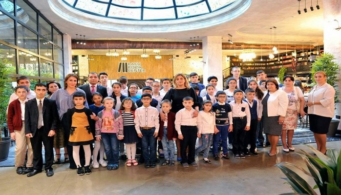 Слабовидящие дети ознакомились с различными уголками Бакинского книжного центра