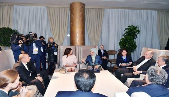 Prezident İlham Əliyev dövlət və hökumət başçıları ilə birgə şam edib