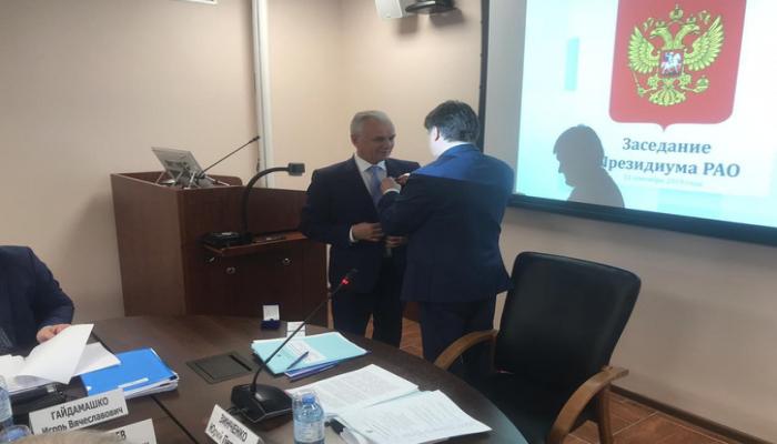 Ректор-азербайджанец награждён российской медалью в сфере образования