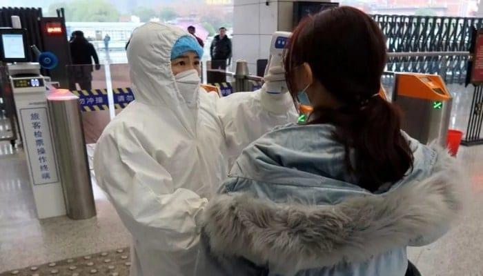 Koronavirüsün vücutta kalma ömrü açıklandı