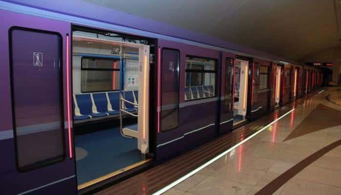 Yeni metro qatarında problem: sərnişinlər boşaldılıb