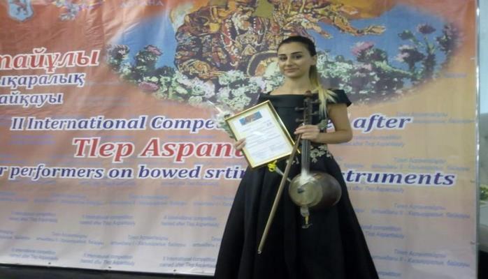 Азербайджанская исполнительница стала победительницей конкурса кобызистов в Казахстане
