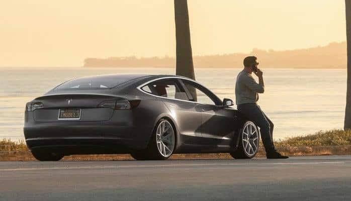 """""""Tesla Model 3"""" cəmi 1 ilə ABŞ-da ən çox satılan elektromobil oldu"""