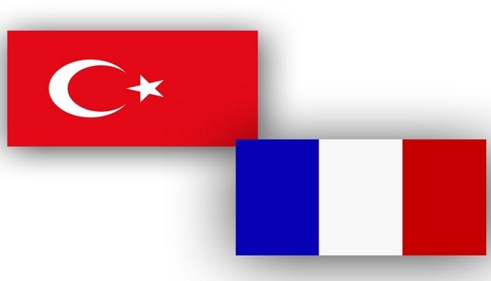 Главы МИД Турции и Франции встретились в Париже
