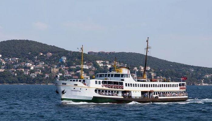 Пассажирское судно в Турции притянули к берегу веревкой