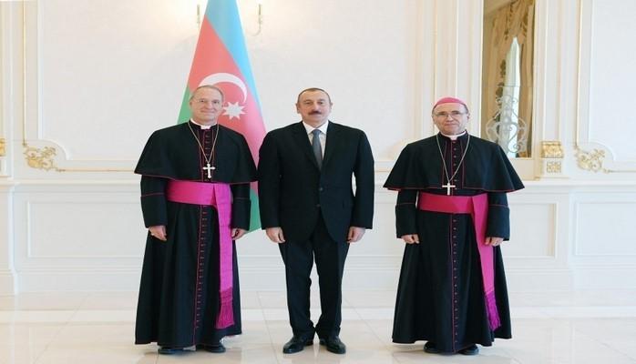 Президент Ильхам Алиев принял верительные грамоты апостольского нунция Святого Престола в Азербайджане