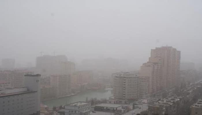 В Баку и на Абшеронском полуострове уровень содержания пыли в воздухе превышает норму