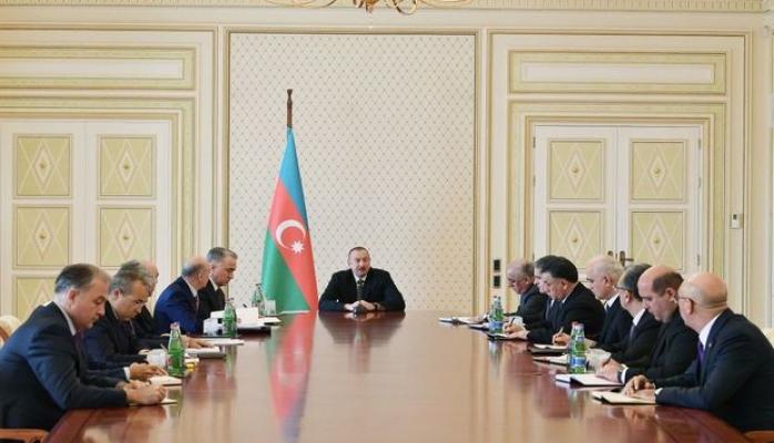Ильхам Алиев провел совещание в связи с пожаром в ТЦ Diqlas