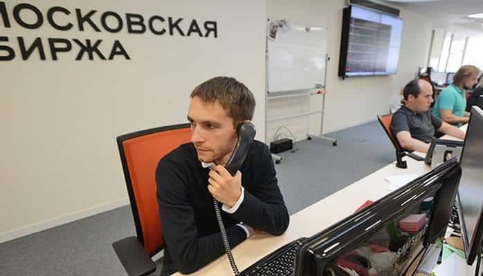 Рубль дал сдачи доллару