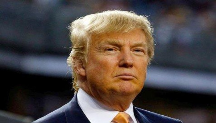 Трамп продлил меры против распространения COVID-19 до конца апреля