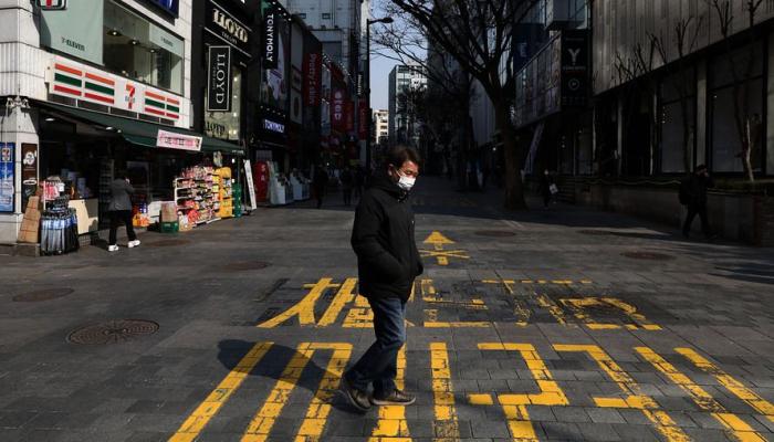 В штате Нью-Йорк в общественных местах всех обязали носить медицинские маски
