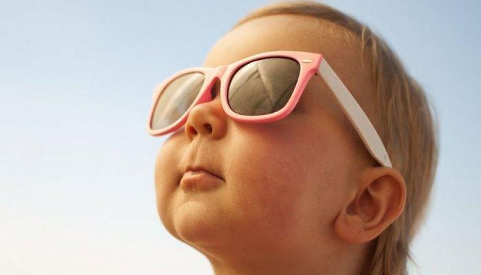 8 adımda çocukları güneş çarpmasından koruyun!