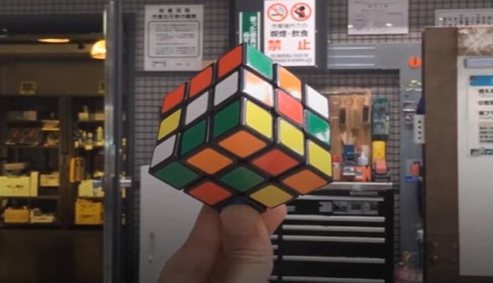 Японец создал самосборный кубик Рубика