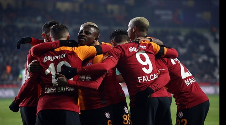 """""""Qalatasaray""""dan qələbə, """"Beşiktaş"""" uduzdu"""