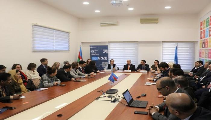 Bakıdakı xarici diplomatlar koronavirusa görə toplandı
