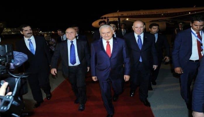 Бинали Йылдырым прибыл в Баку