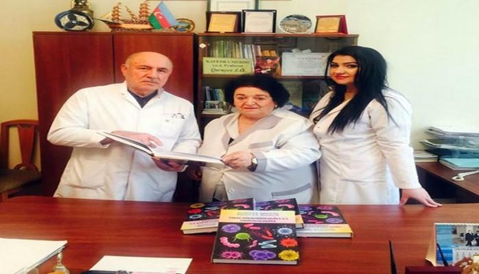 """Tibb Universitetinin əməkdaşları """"Tibbi mikrobiologiya və immunologiya"""" dərsliyini hazırlayıblar"""