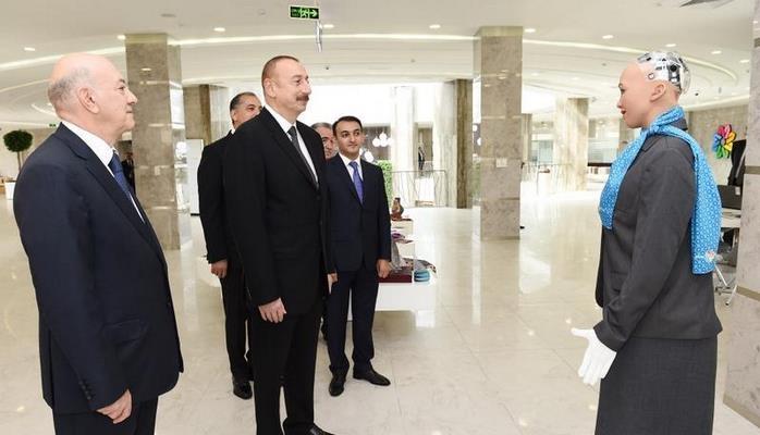 """Robot """"Sofiya""""nın Prezident İlham Əliyevlə söhbəti"""