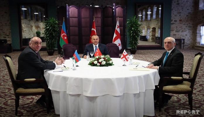 İstanbulda Türkiyə, Azərbaycan və Gürcüstan XİN başçılarının üçtərəfli görüşü keçirilib