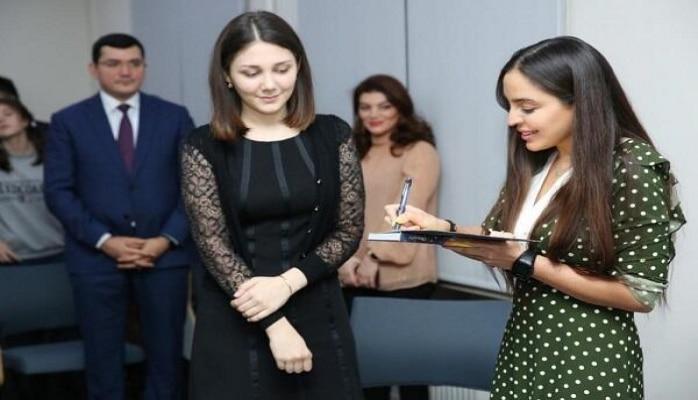 Лейла Алиева на вечере поэзии в филиале МГМУ