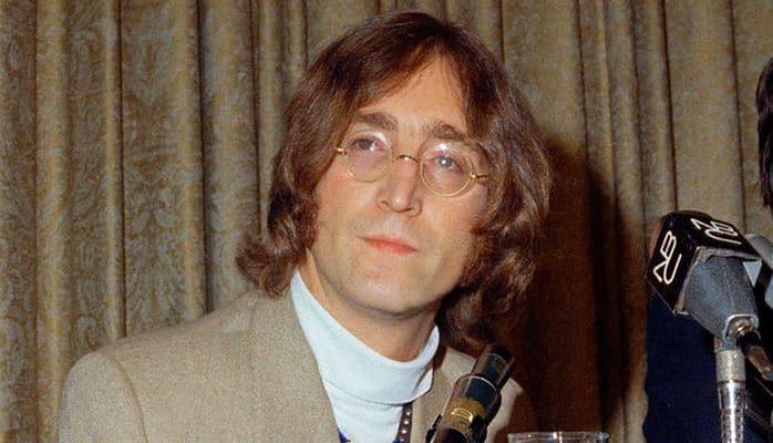Круглые очки Джона Леннона продали на аукционе