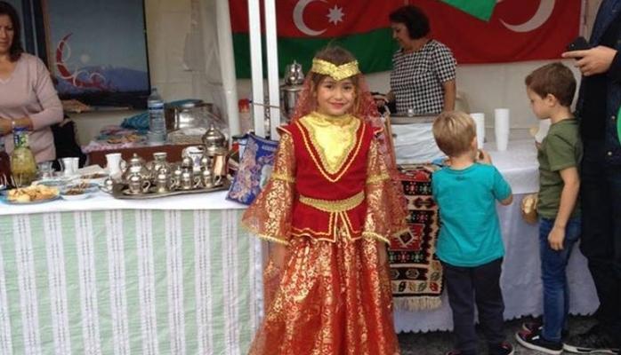 """""""Qarabağ atı"""" abidəsi önündə Azərbaycanın təbliğatı"""