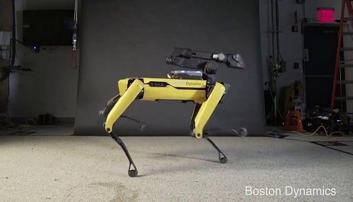 Робот-собака повторил легендарную лунную походку Майкла Джексона