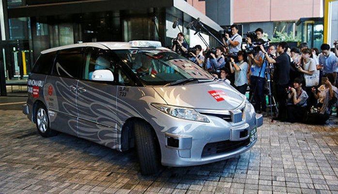 Sürücüsüz taksilər Tokio küçələrində