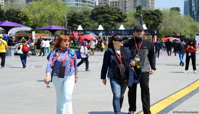 Болельщики Гран При Формулы 1 SOCAR Азербайджан на Бакинском бульваре
