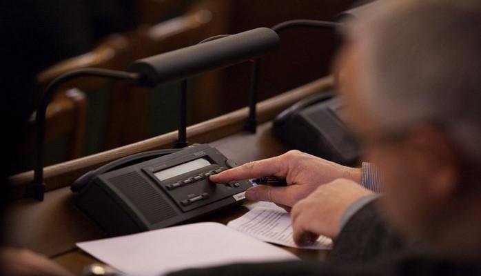 Сейм Латвии одобрил проведение президентских выборов путем открытого голосования