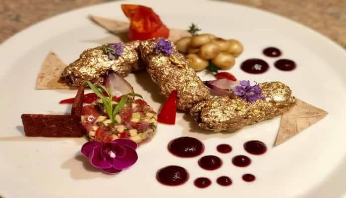 Азербайджанец приготовил люля-кебаб, покрытый золотом