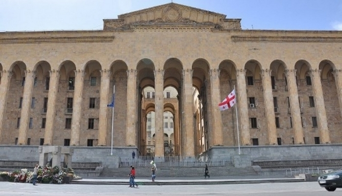 Gürcüstan parlamenti Tbilisiyə köçürüləcək