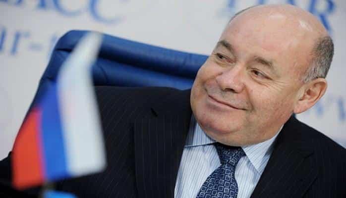Полад Бюльбюльоглу вручил Почетный диплом Президента Азербайджана Михаилу Швыдкому