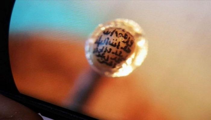 Türkiyəli heykəltaraş əncir çəyirdəyinə Quran surəsi yazdı