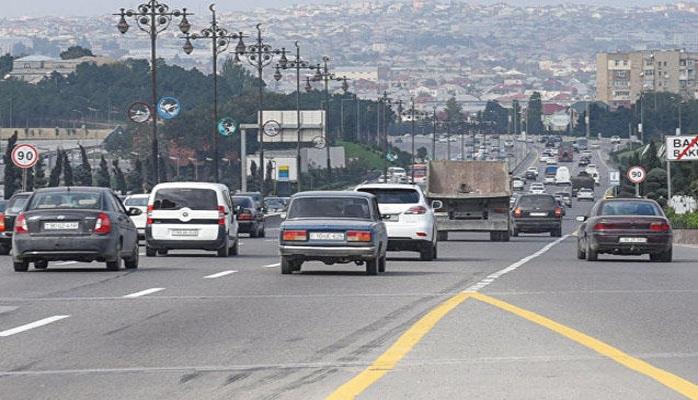 В связи с пожаром на рынке стройматериалов полностью ограничено движение на автотрассе Баку-Сумгайыт