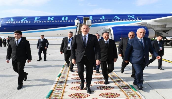 Президент Ильхам Алиев прибыл с рабочим визитом в Туркменистан