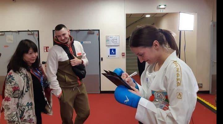 В Париже муж сделал сюрприз азербайджанской каратистке