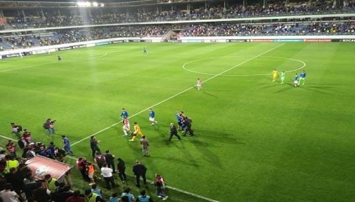 На матче Азербайджан-Хорватия болельщики выбежали на поле
