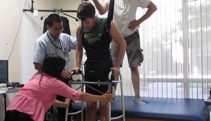 Новый стимулятор спинного мозга помог парализованным двигаться