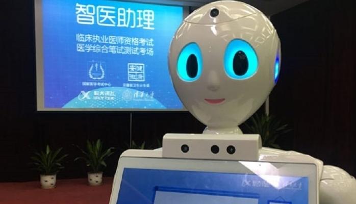 Çində ilk dəfə robot həkim olmaq üçün imtahan verdi