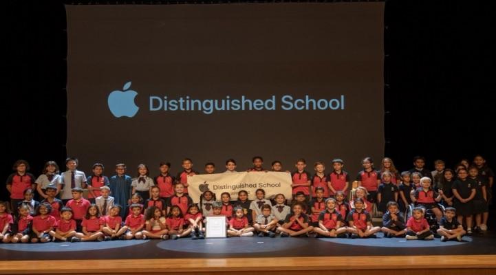 Шесть испанских школ получили значок Apple